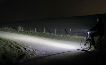 Fenix BC21R: USB rechargeable bicycle light with a maximum light output of 880 lumens