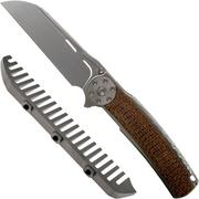 Reate JACK 2.0 Brown Micarta Wirewheel, M390 Handrubbed coltello da tasca con pettine